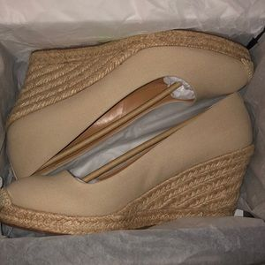 NWT-J crew canvas wedge size 8 1/2. Perfect shoe!